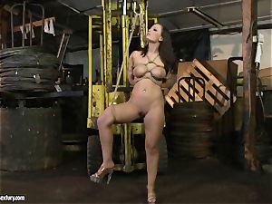 Kathia Nobili lash the tongue of sweetheart girl