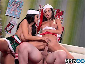 Spizoo - Ava Addams and Trinity tears up Santa's hefty pecker