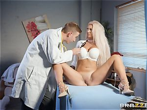 Brooklyn Blue opens wide for her cumload