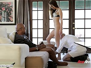 dad looks like his daughter Riley Reid becomes an adult and gets splattering
