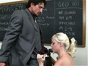 Classroom hottie Britney Amber gets a lesson in giving head
