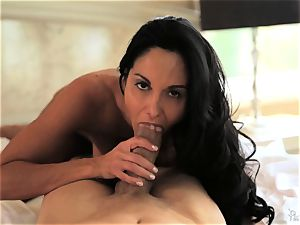 cougar Ava Addams knows exactly how she likes it
