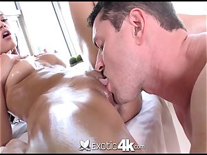 Exotic4k Chloe Amour rubdown tear up and jizz load