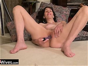 USAwives Penny Jones Mature Solo getting off