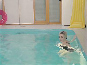 RELAXXXED - chesty british stunner enjoys super-steamy pool hook-up