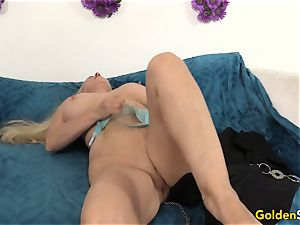 Mature Cala craves flashes off her parts before screwing