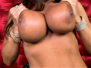 beautiful Lisa Ann reveals her immense sugary-sweet boobs