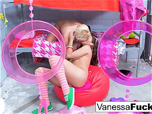 buxom Natasha super-cute nails Vanessa box